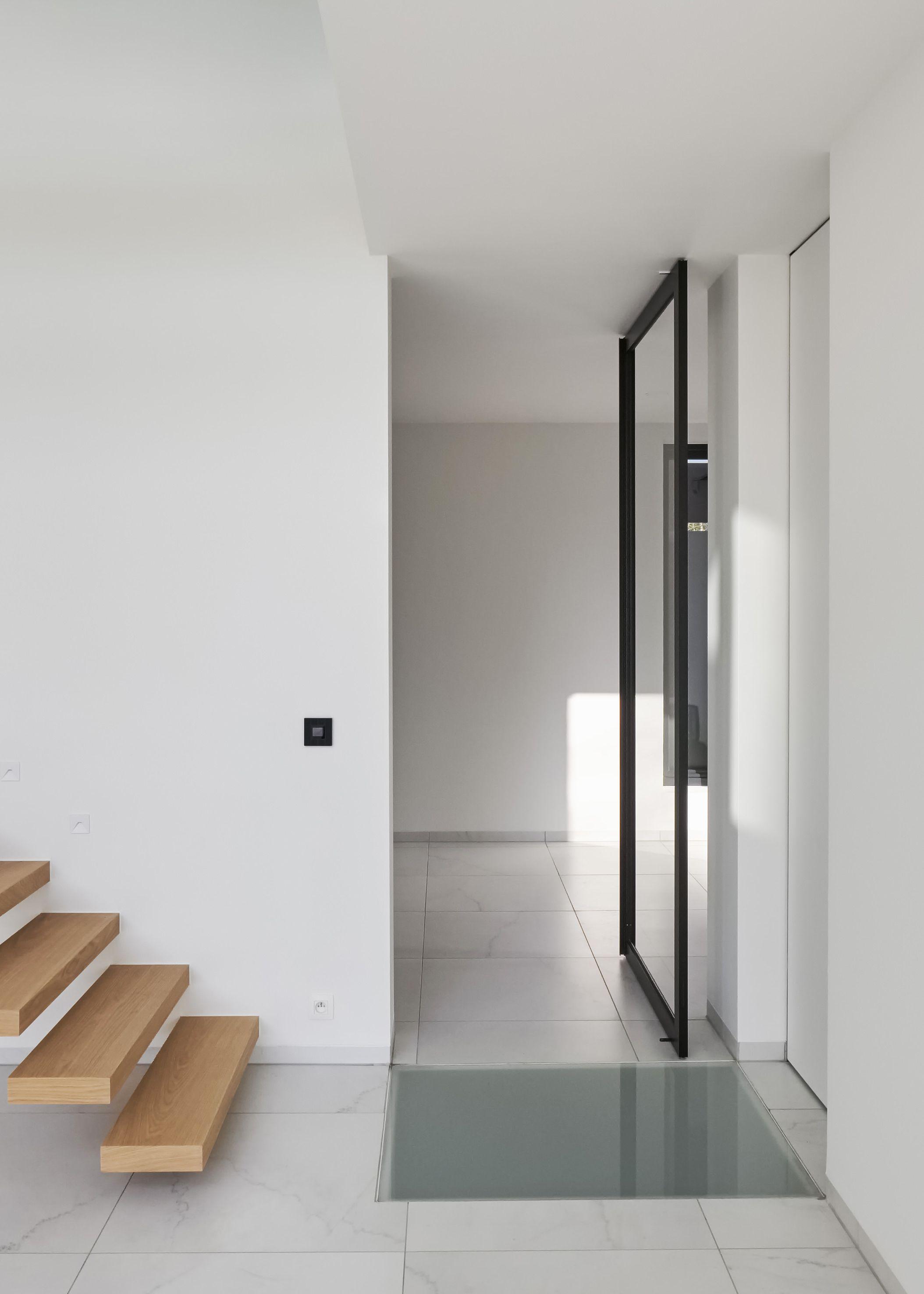 Porte Vitrée Sur Pivot Moderne Avec Des Profiles En Aluminium - Porte vitrée sur pivot