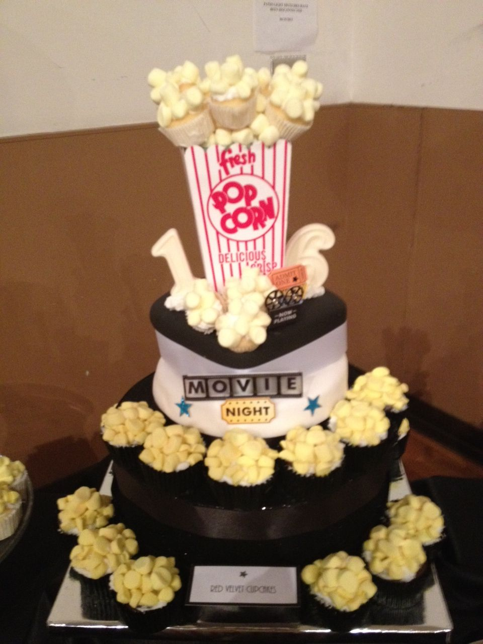 'Pop corn' cupcakes for a movie party
