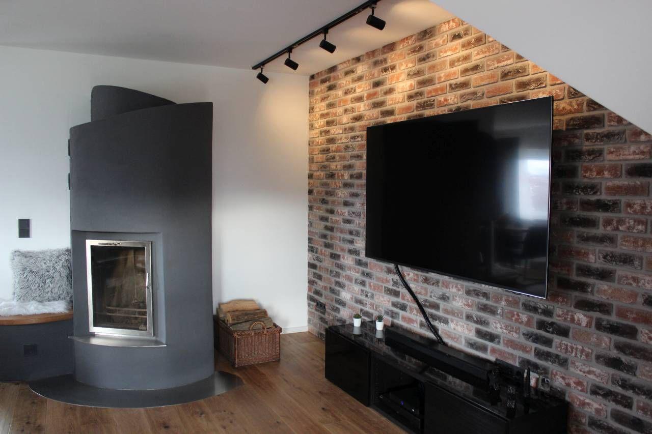 Tv Fernsehwand Als Steinwand Im Wohnzimmer Strahlt Ruhe Aus Schafft Eine Behagliche Wohnatmosphäre In 2021 Steinwand Wohnzimmer Rustikale Holzböden Ziegelwände