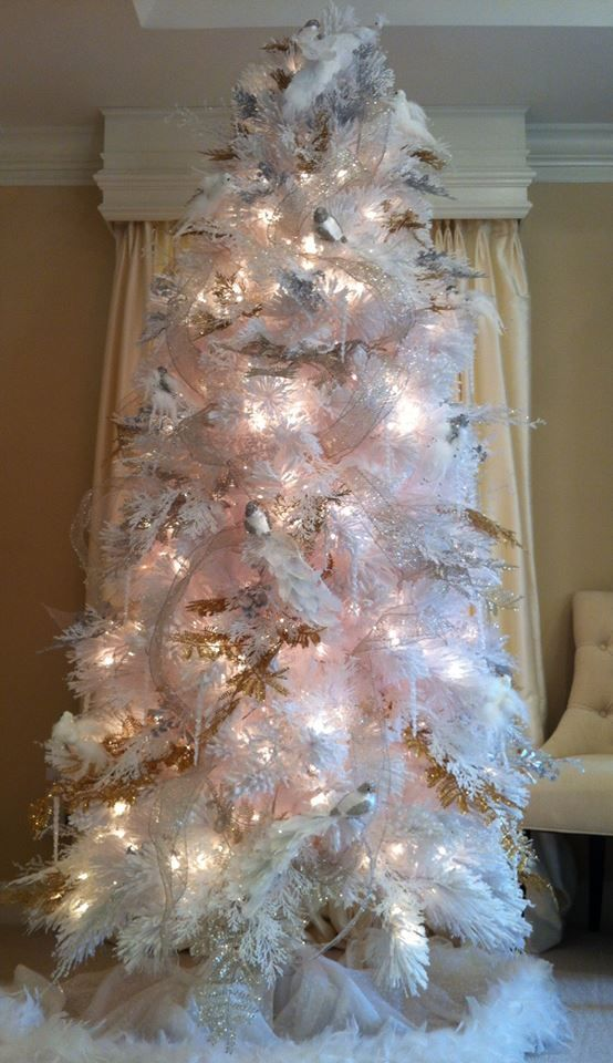 The Q Quiz With Lisa Robertson Gold Christmas Tree White Christmas Trees Silver Christmas Decorations