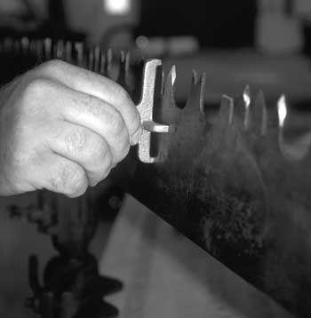Green Cascadia: Let's Sharpen a Crosscut Saw | Tools