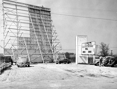 West Vue Drive In Theatre Nw Corner Of 86th And Hickman Rd Where Perkins Is Today Des Moines Des Moines Iowa Trip