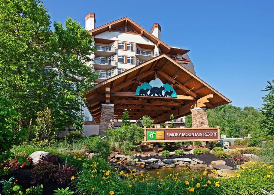 Mom Knows Best These Are The 7 Best All Inclusive Family Resorts Smoky Mountain Resorts Gatlinburg Hotels Downtown Gatlinburg Hotels