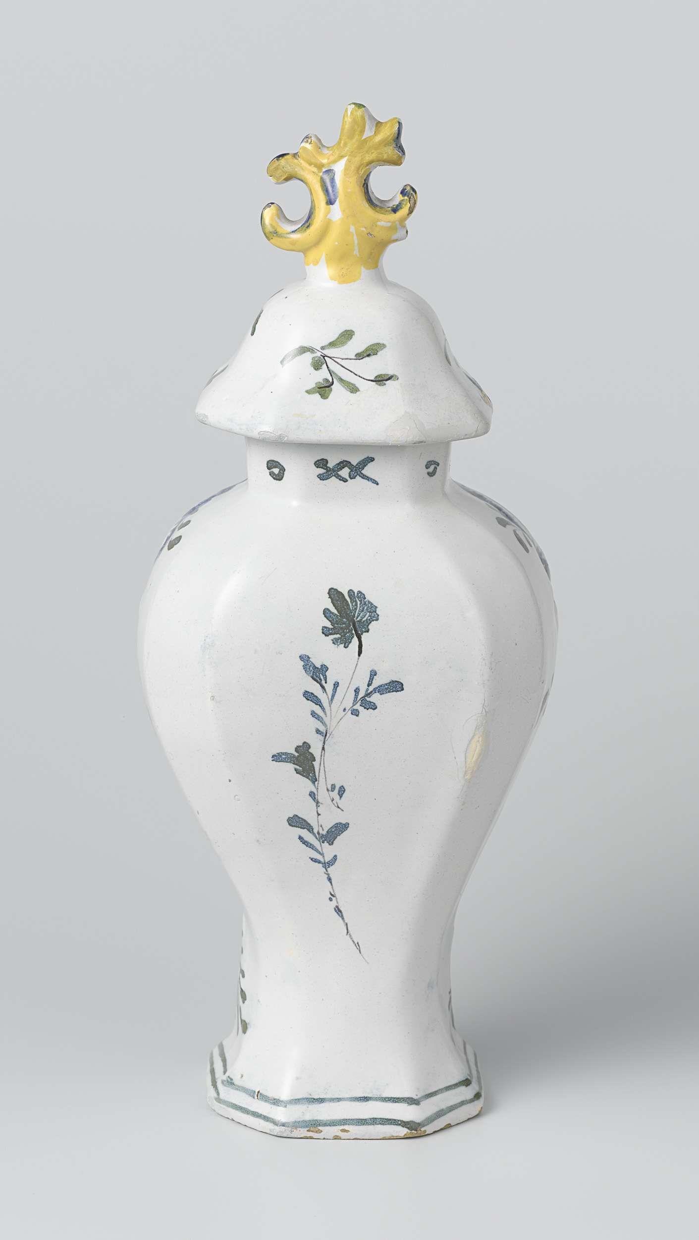 Anonymous | Pot met deksel, Anonymous, 1780 - 1820 | Pot met deksel van faience. Veelkleurig beschilderd. De pot is gemerkt: B-P.