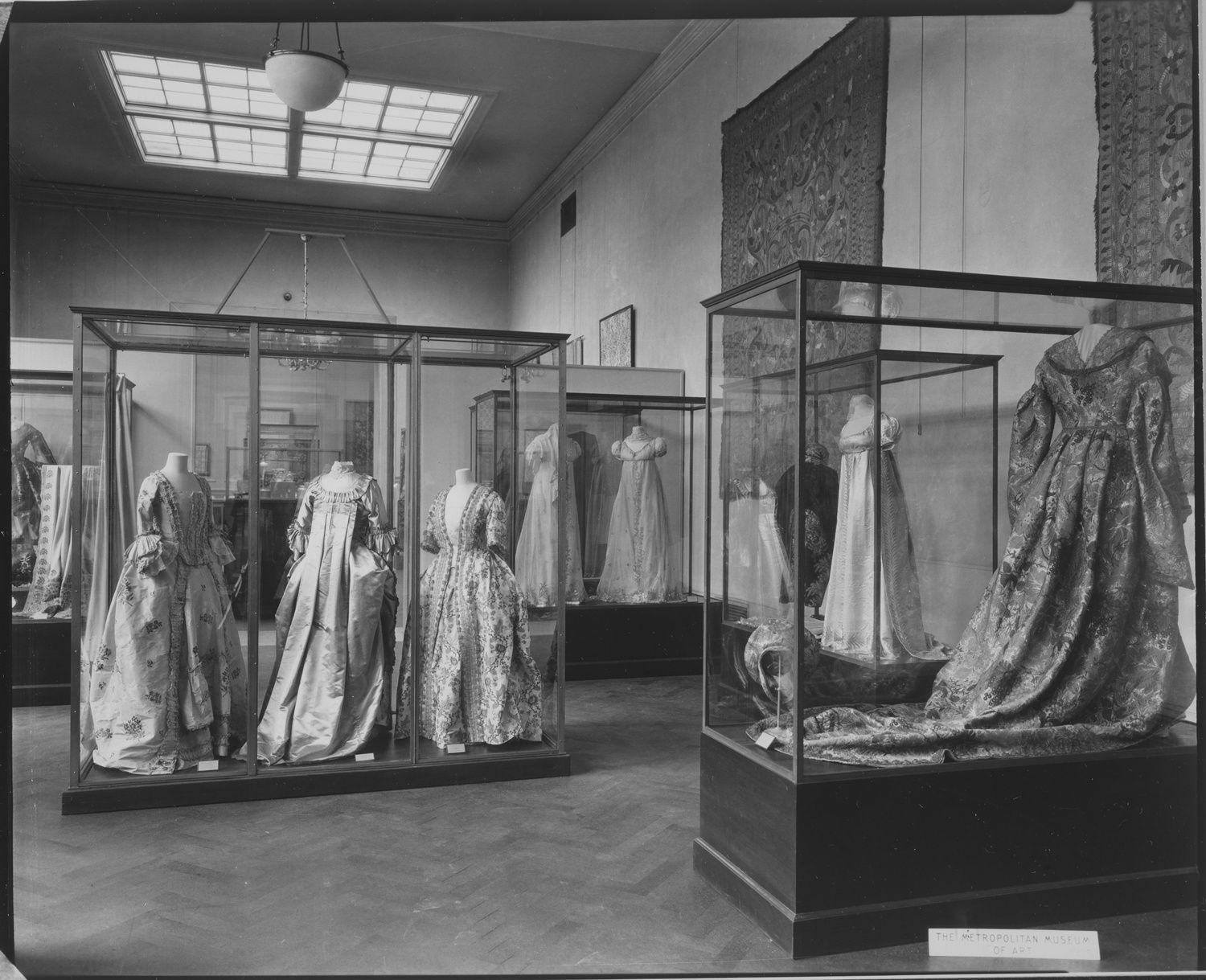 Metropolitan Museum Of Art Wing Room 22; View Including 18th- And Early 19th-century