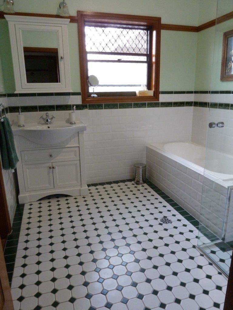 nc212816 white octagon with heritage green dot mosaic tiles