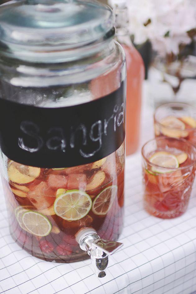 http://emilysalomon.dk/2015/05/22/fredagscocktail-rose-sangria/