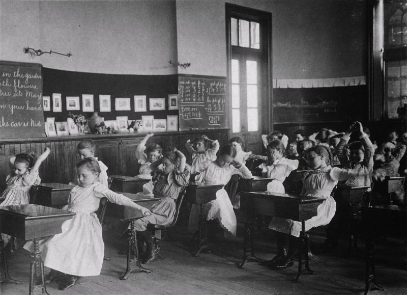 Take a peek into the classrooms of the Victorian age! All these photographs  featuring children of varying ages were take… | Inside schools,  Calisthenics, Old photos
