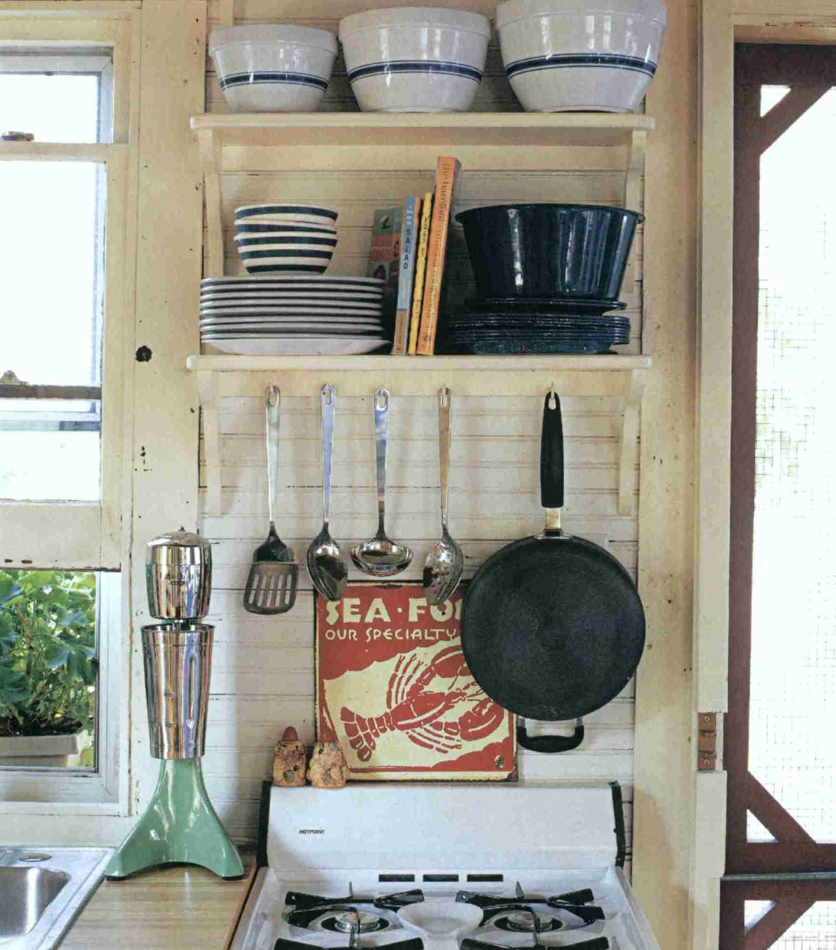 Country Living 500 Kitchen Ideas Love The Compact Use Of Space Reminds Me Of My First Kitchen Great For Little Dream Home Apartment Style Lakeside Cottage