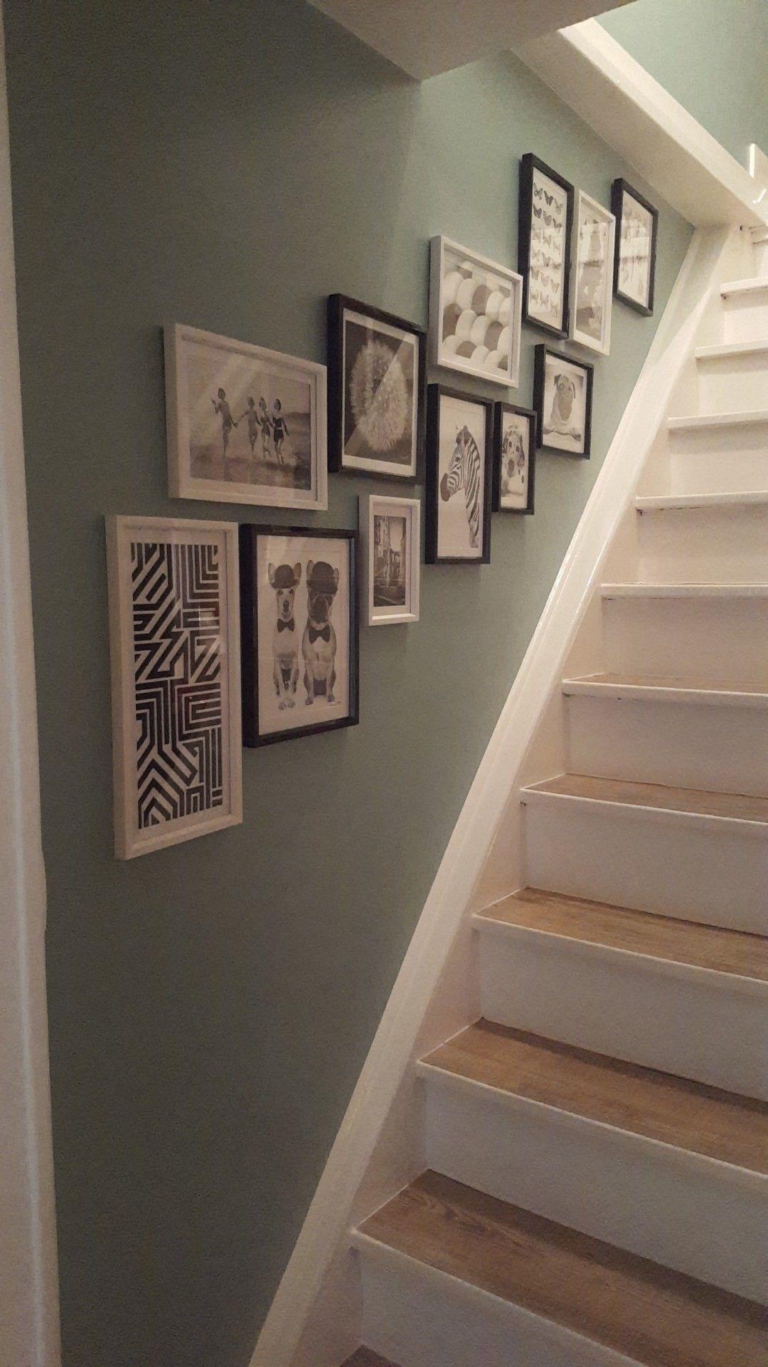 Peindre Un Escalier En Gris décoration escalier blanc bois. mur de cadre vert de gris
