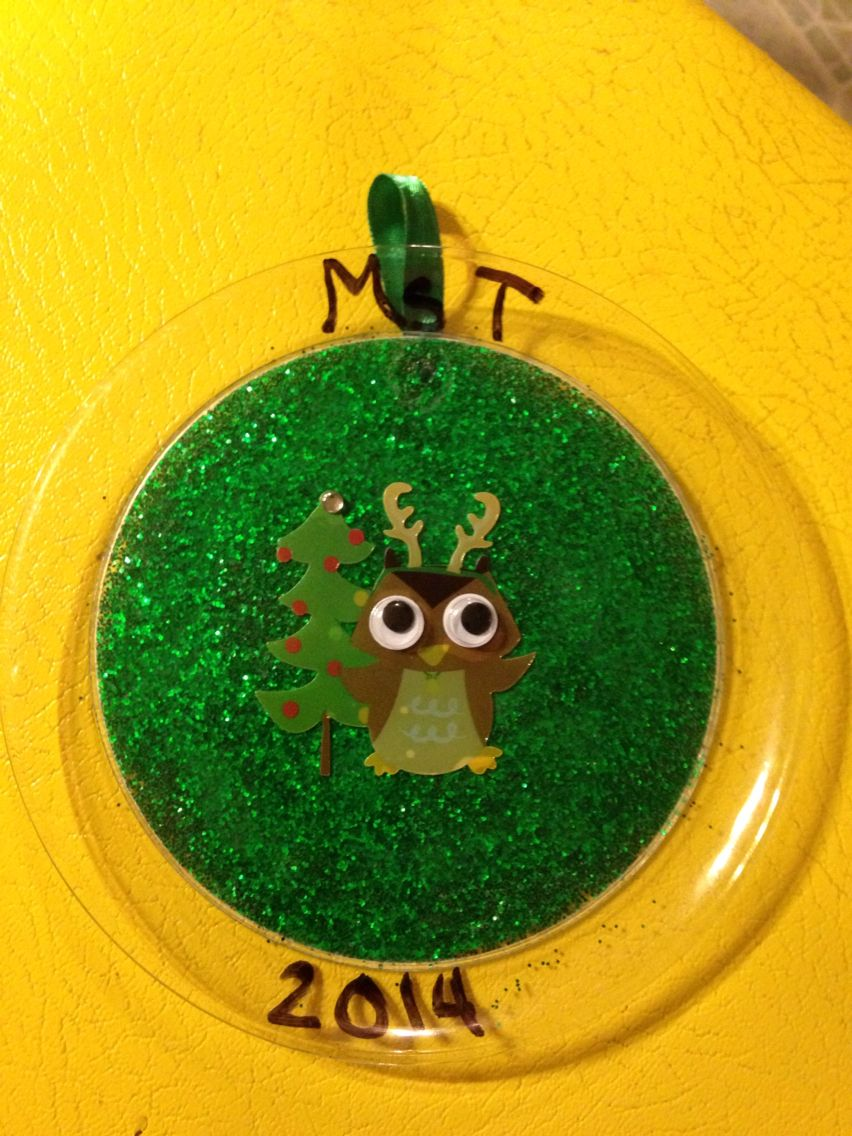Easy glitter plate ornament craft using stickers, small clear plastic plate, glitter and glue. Does need to dry overnight.