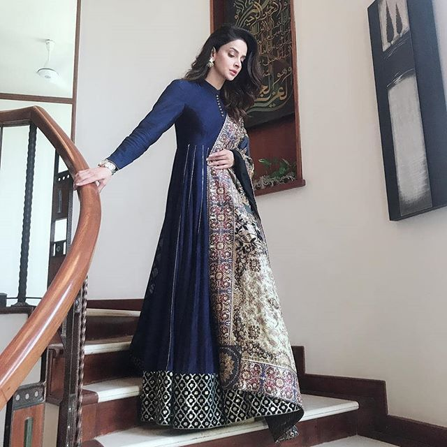 f3f4b5dc70 #SabaQamar knows how to sweep us off our feet Looking super stunning in  this beautiful dress by @mohsin.naveed.ranjha on the set of her drama shoot  #Cheekh ...