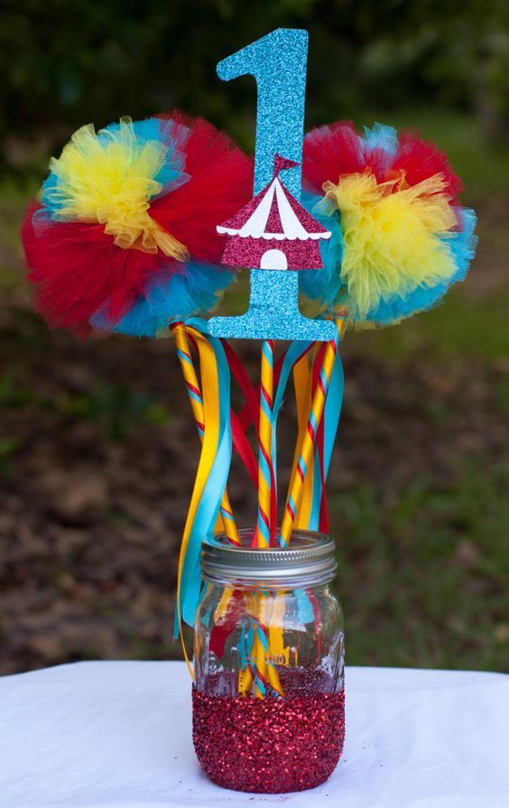 Circus party carnival party birthday centerpiece table for Clown dekoration