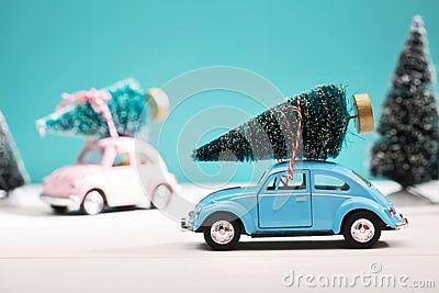 Auto Die Een Kerstboom In Miniatuur Altijdgroen Bos Dragen Send Christmas Gift Christmas Christmas Gifts