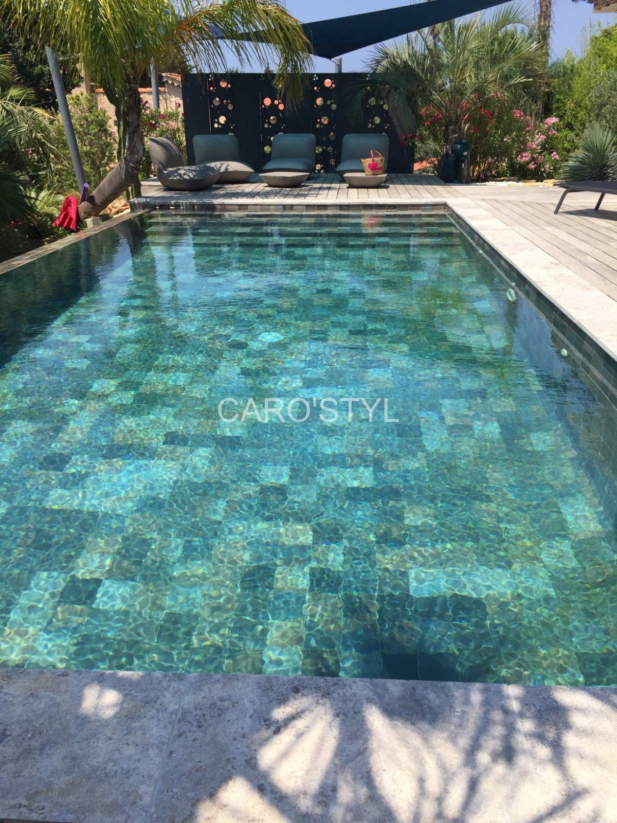 Carrelage pour piscine verte ce carrelage effet pierre - Revetement piscine pierre naturelle ...