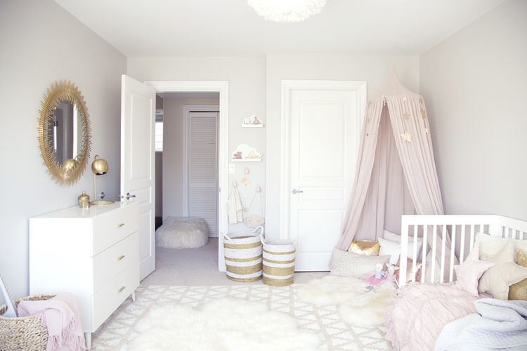 ELLA\'S SOFT PINK AND GOLD TODDLER ROOM | Toddler rooms, Girl ...