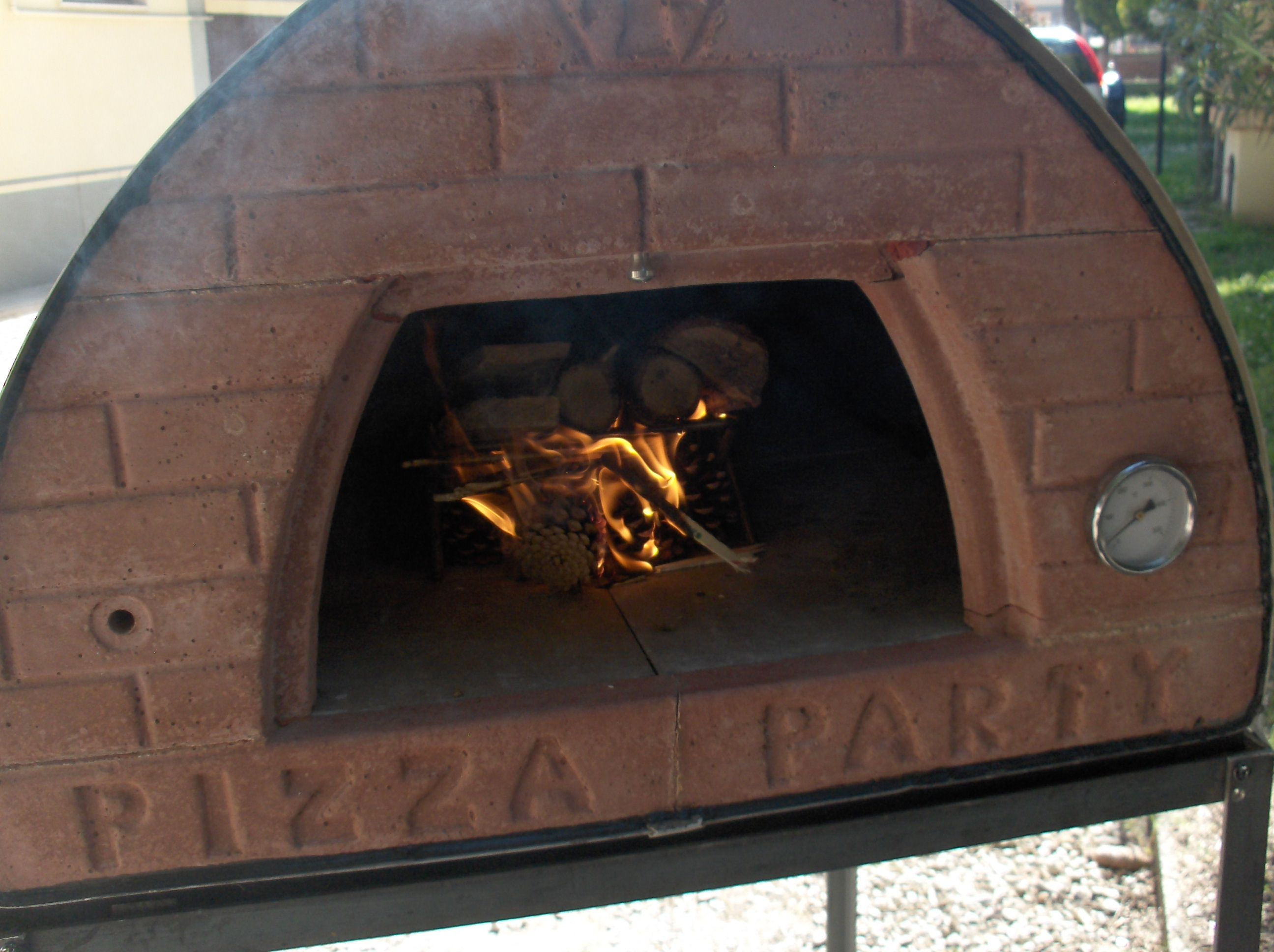Forni a legna pizza party 70x70 forno a legna da interno e for Forno a legna in mattoni refrattari