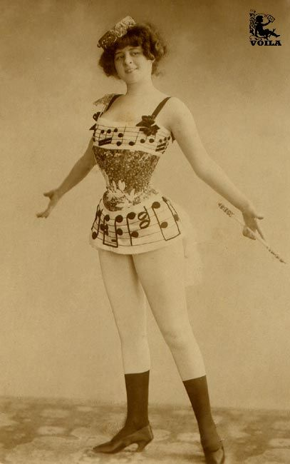Victorian Burlesque Outfit Example Look At That Skinny Waist Did