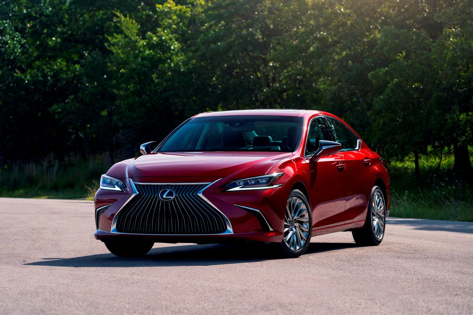 2021 Lexus Es First Look Review Luxury With More Attitude The Popular Luxury Sedan Receives A Much Needed Feature In 2020 Lexus Es Lexus Sedan