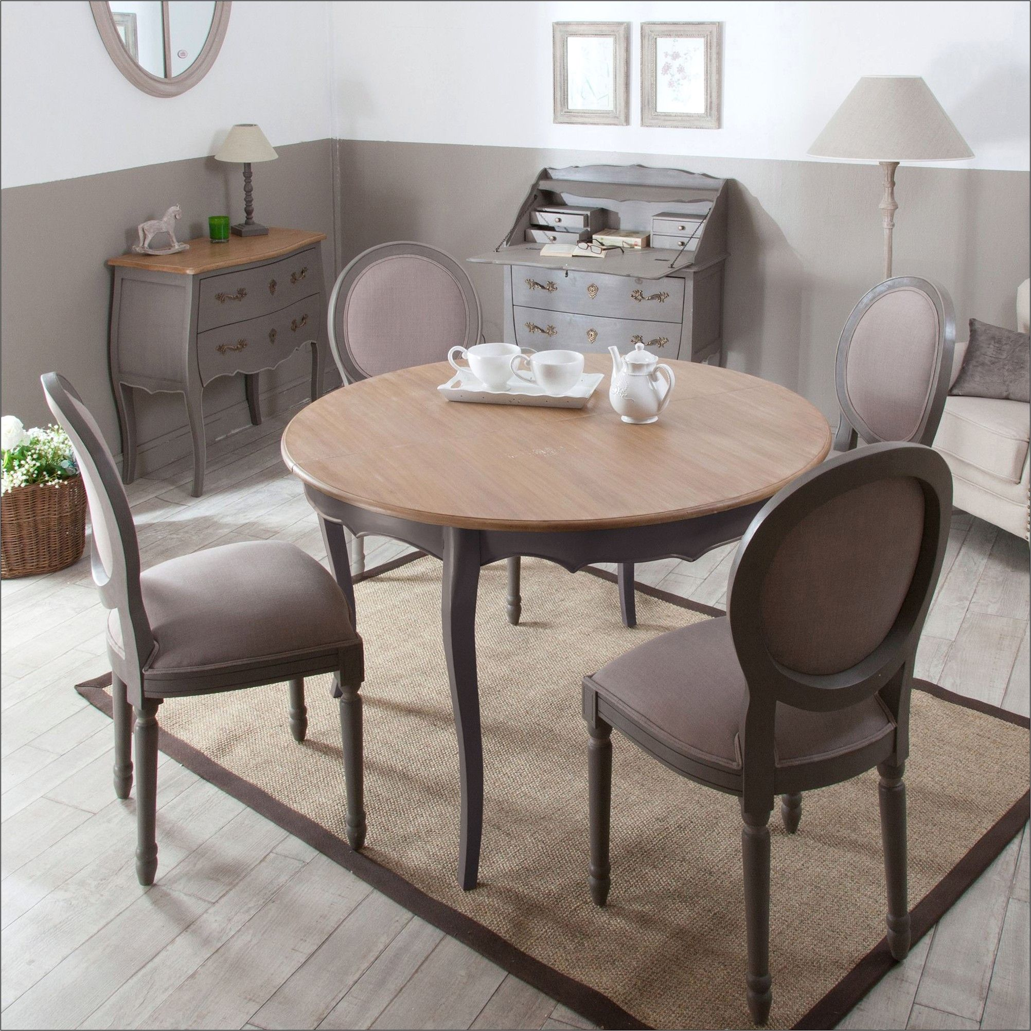 Une Table De Salle A Manger Merisier Et Chaise Moderne In 2020 Shabby Furniture Home Decor Furniture