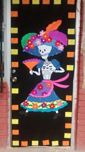 Puerta de noviembre espantos pinterest noviembre for Decoracion de puertas de dia de muertos