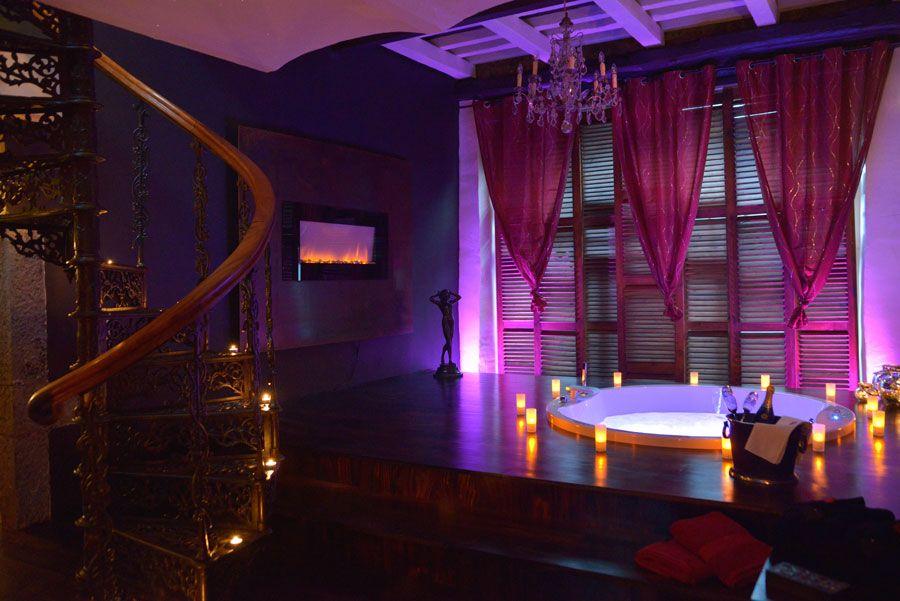 Chambre Avec Jacuzzi Et Piscine Le Nirvana  M Ou Vous Trouverez