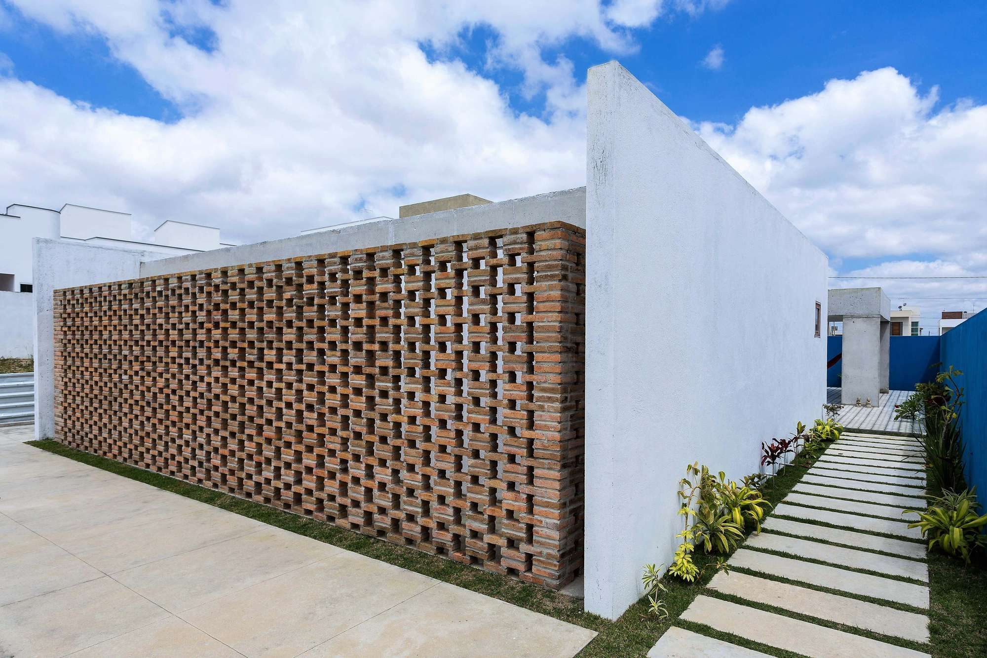 Gallery of Cobogó House / Allouchie Arquitetos - 1 | Concrete ...