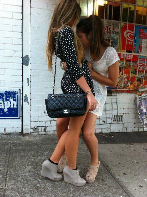 hottest-lesbian-kissingtures-smokin-hot-asses