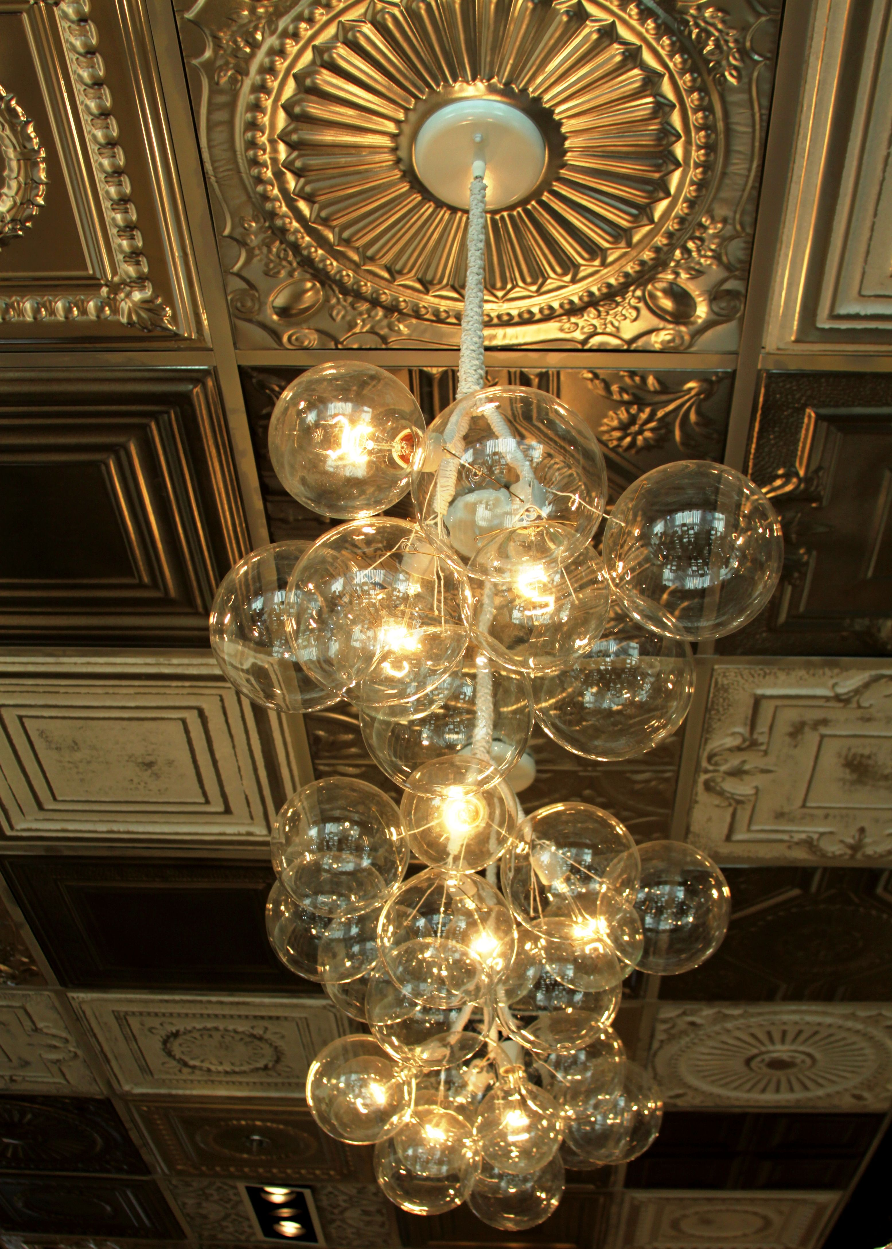 What\'s better than one bulb? Many bulbs! This Chandelier lights up ...