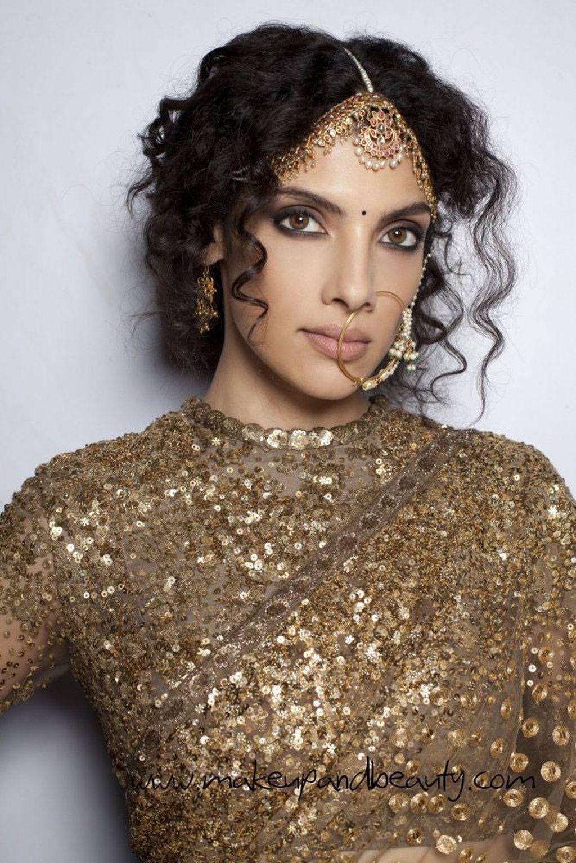 Einzigartige Neueste Frisuren Fur Indische Hochzeiten 2018 Neue Haare Modelle Orientalische Kleidung Indische Hochzeit Indische Kleider