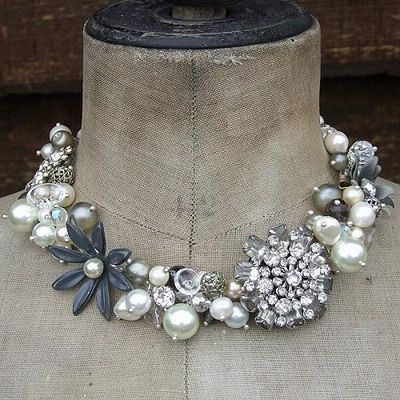 Amazing choker (funny i have that vintage black flower pin in it's original state)