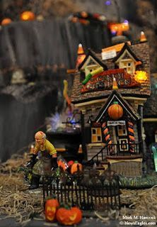 Dept 56 Halloween Village Display / Dept 56 Snow Village Halloween / Dept 56