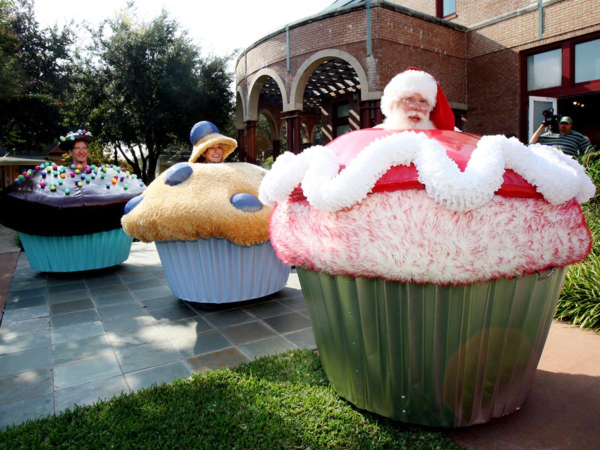 25k cupcake car a nod to recession art cars cupcakes