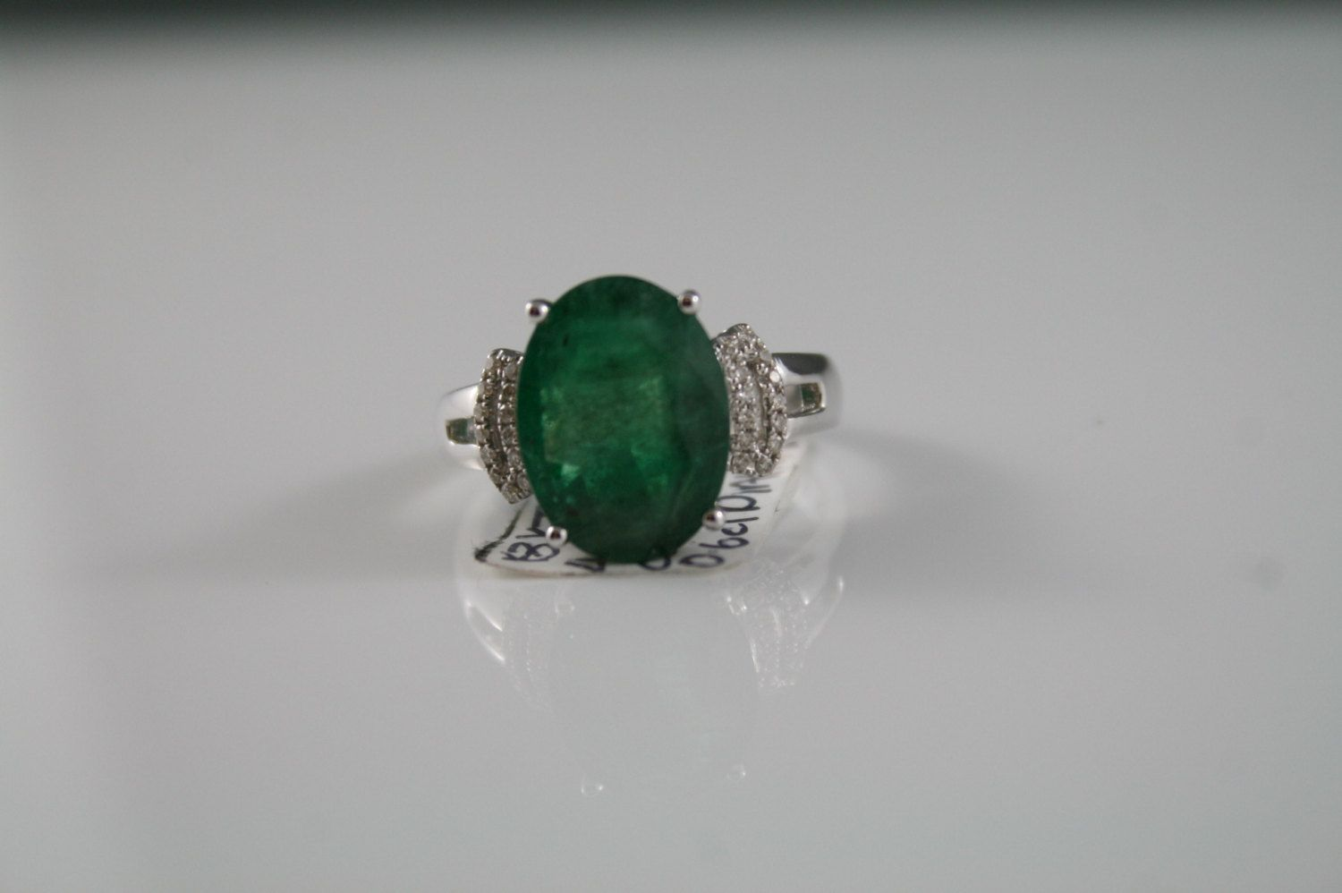 Stunning vintage 18k. 18CT 750 solid white gold ring. genuine natural Emerald. 3 carat. set with Diamonds size 6…   White gold rings. Diamond ...