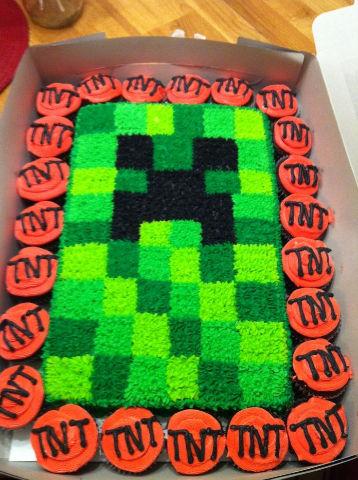minecraft creeper cupcakesMinecraft Creeper cake with TNT cupcakes