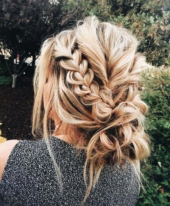 Wunderschöne chaotisch Braid Bun ......... #inspo #bridalhair #messybun #braid #hair #messybraids