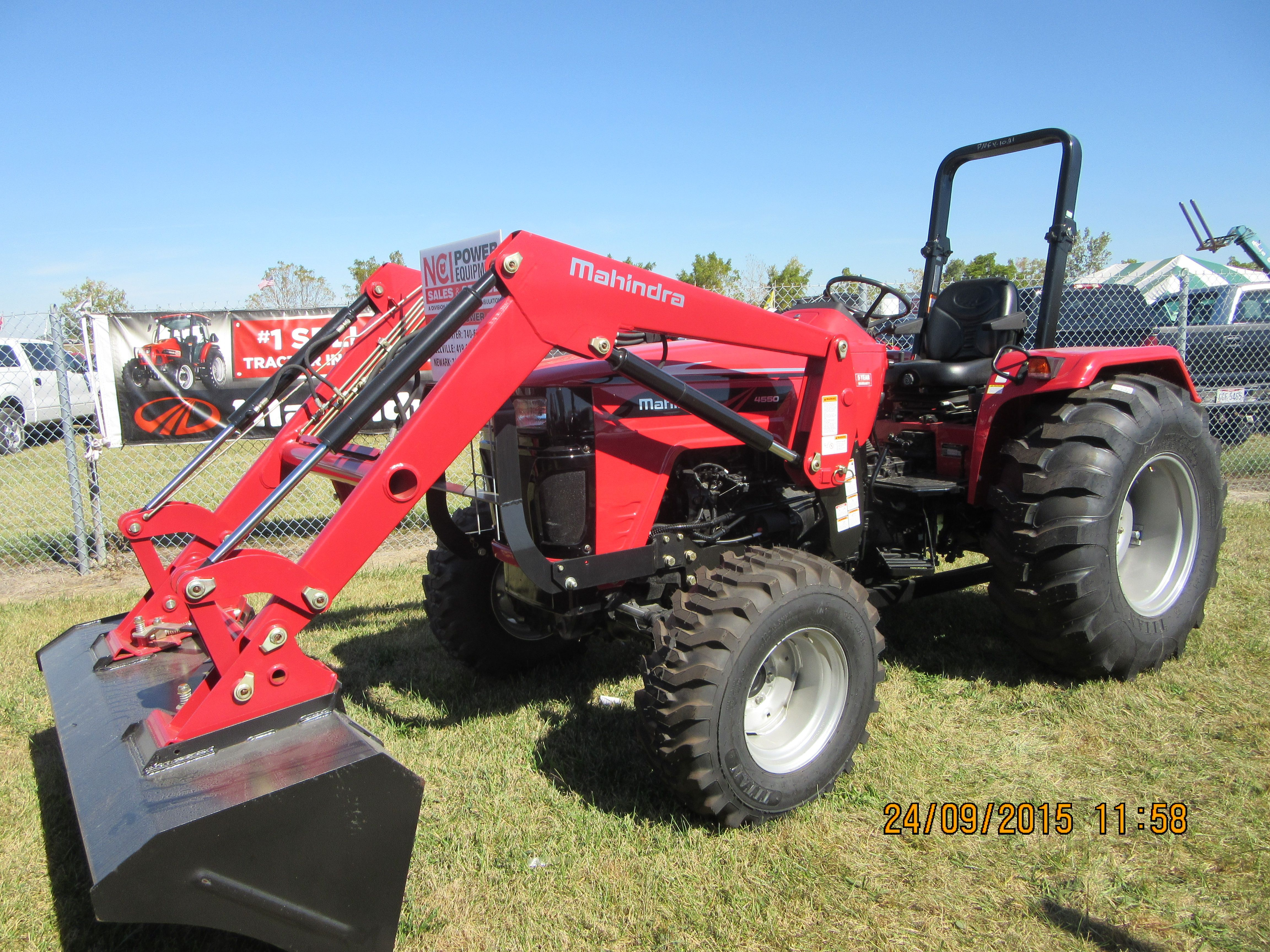 Mahindra 4550 equipped with loader