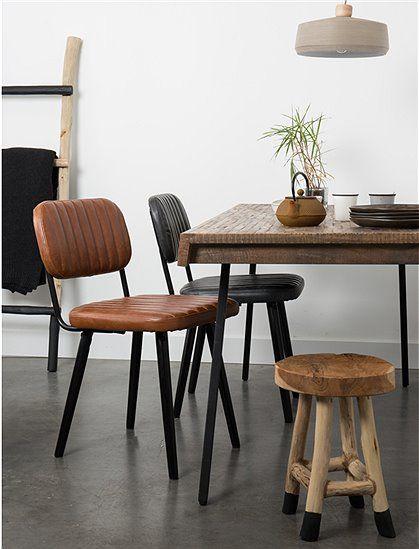 Schöner Arbeits- oder Esstisch mit einer kräftigen Arbeitsfläche aus