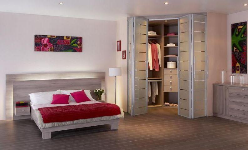 Puertas plegables armario bajo cubierta pinterest - Armario puertas plegables ...