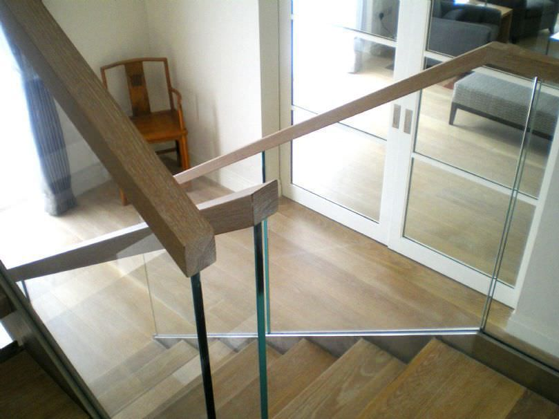 barandilla de cristal en la escalera