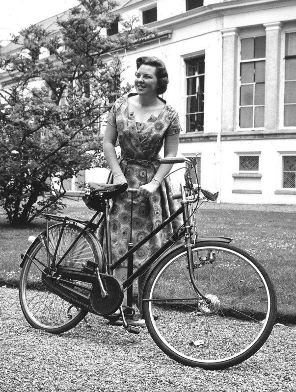 Queen Beatrix, who announced yesterday that she is abdicating this year, is also a cyclist. In this old picture you even see her pumping her tire. The queen bikes.