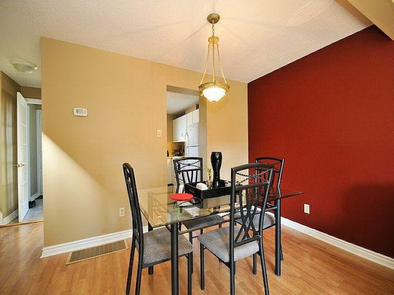 Cool Accent Walls Color Combinations For Apartment Dining Room