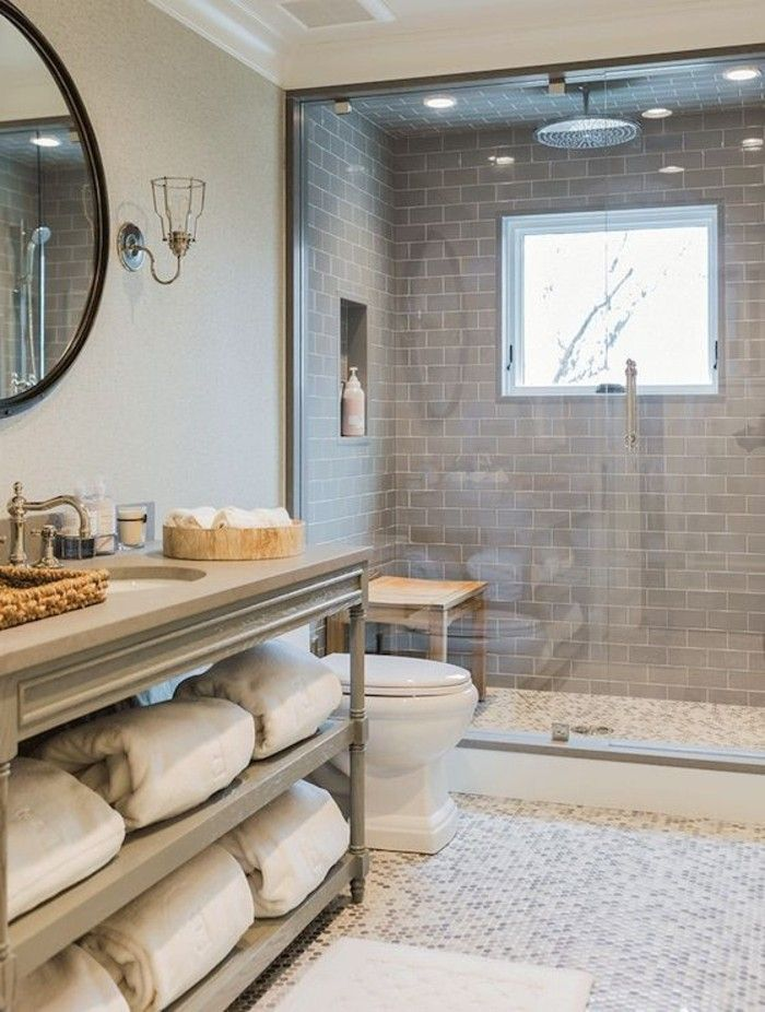 Le carrelage galet pratique rev tement pour la salle de bain carrelage galet salles de - Carrelage salle de bain clair ...