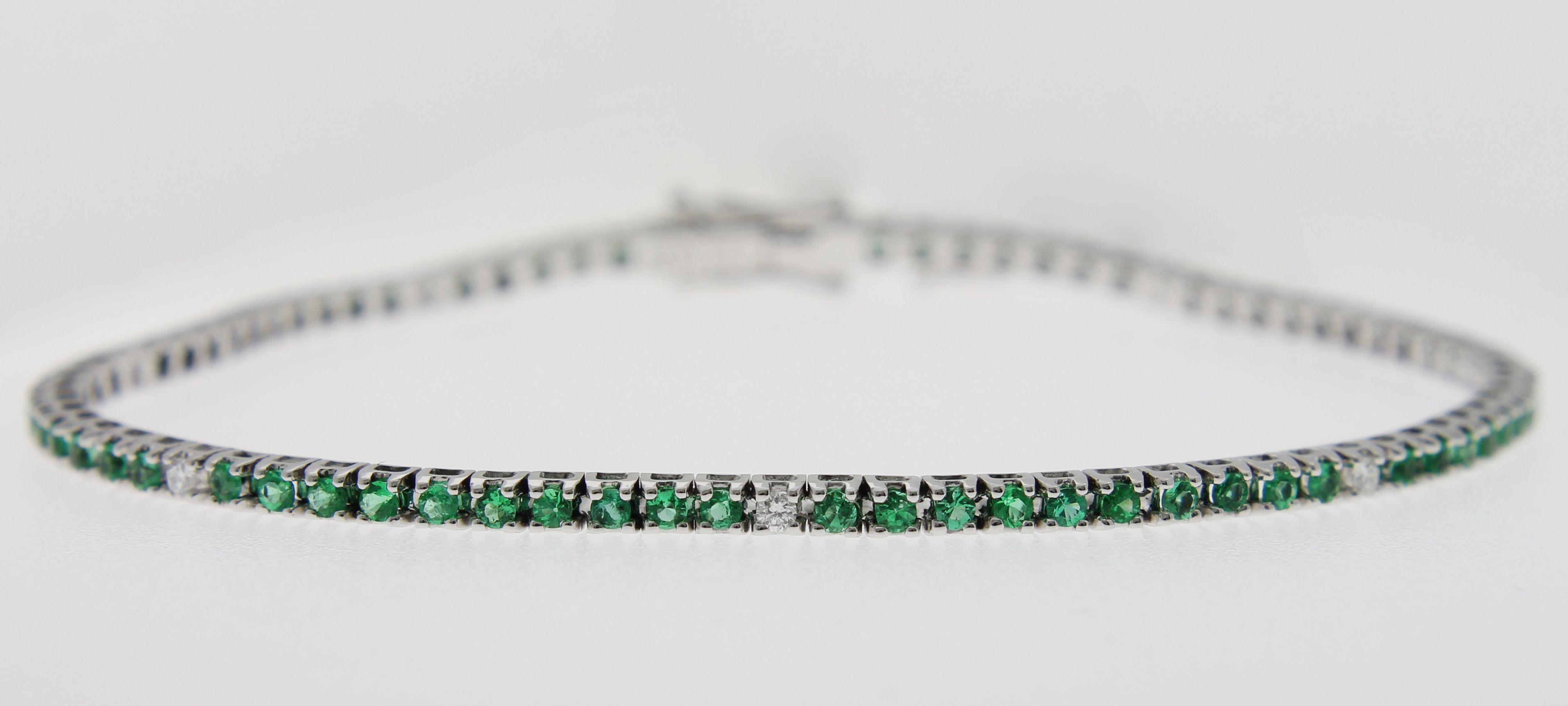 di prim'ordine f52e0 821ab Foto completa del bracciale tennis con smeraldi e diamanti ...