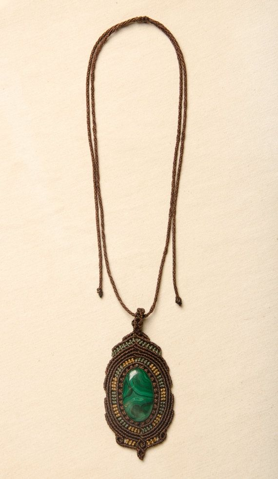Macrame necklace with Malaquite natural stone by Amonithe on Etsy.