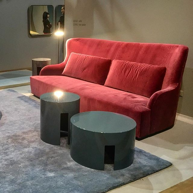 Maison et Objet J4 Meridiani dévoile ses intemporelles créations. Canapé DUKE, tables basses GONG. HALL 8 - stand C99 Maison & Objet D4 Meridiani reveals its pure and timeless designs DUKE sofa and GONG coffee tables. HALL 8 - stand C99 #mo16 #maisonobjet #maisonetobjet #paris #meridiani #furniture #design #table #sofa #InternationalPRAgency #APRInternational #apr