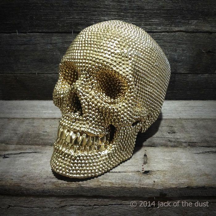 /// pearl skull