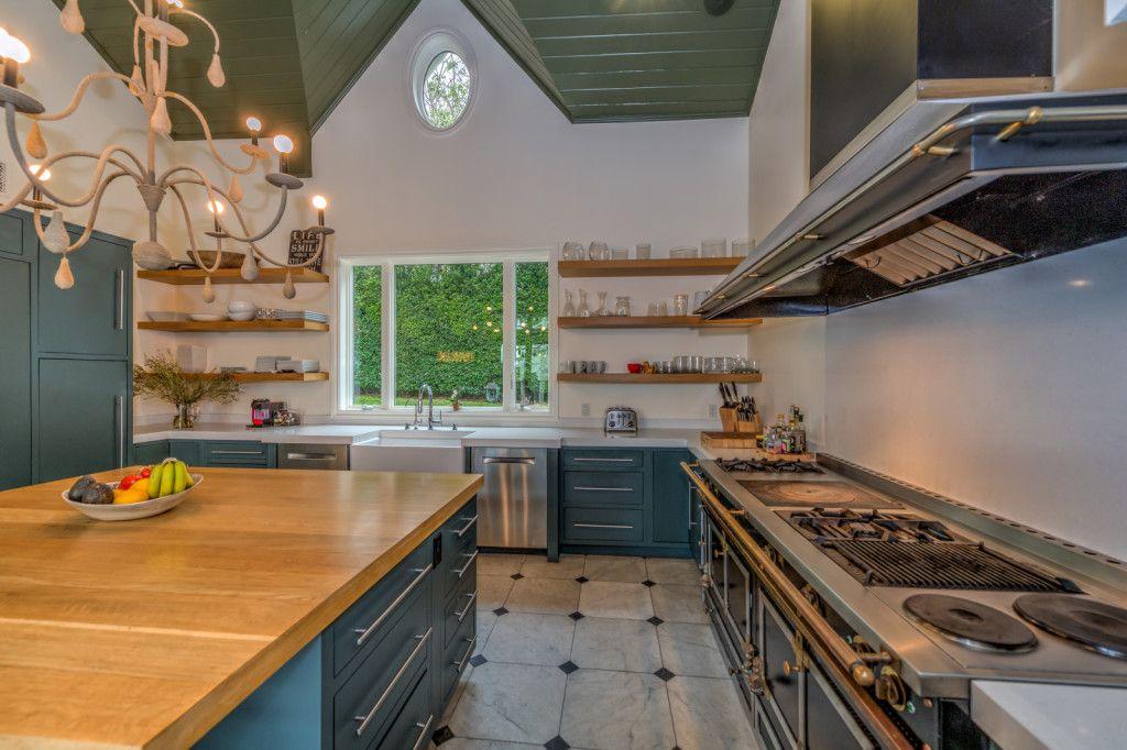 Chris Hemsworth And Elsa Pataky List Their 65 Million Malibu Mansion See Inside The Giant Estate