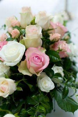 Kukka-asetelma samaa väärimaailmaa kuin hääkimppu