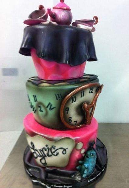 Just decided that this AMAZING Alice in Wonderland cake will be at my future bridal shower / tea party ...even if I have 2 cakes!! ♥
